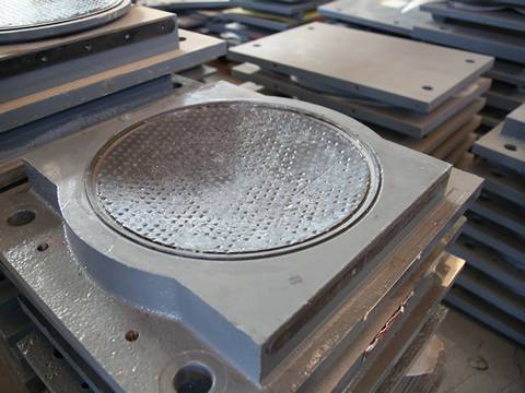 A black PTFE plate on the concave steel plate.
